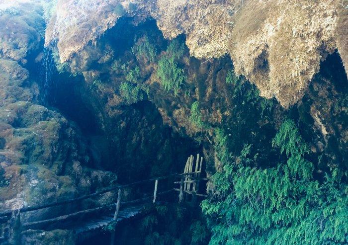 Passerella nelle grotte