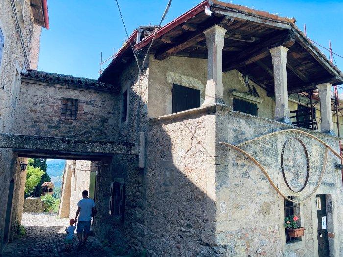 Il borgo di Vimignano-La Scola