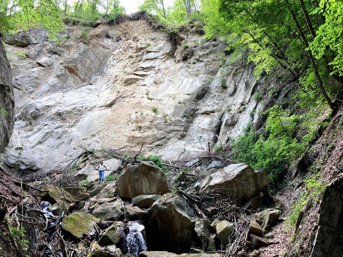 La frana prima delle cascate della Val Tassaro