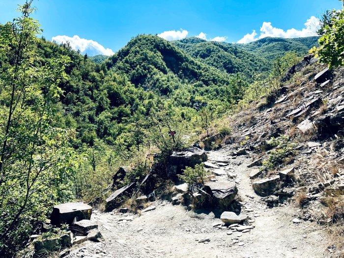 Sul sentiero per la Cascata del Carlone